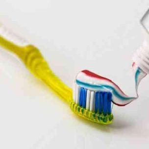 10 Tipps, wofür ihr Zahnpasta noch verwenden könnt! Zahnpasta: nicht nur für's Zähneputzen gut!