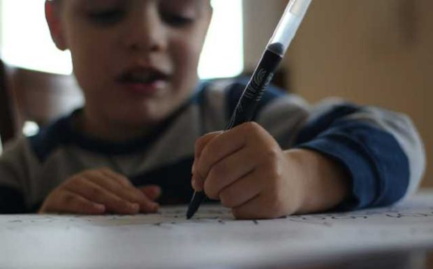 Euer Kind ist Linkshänder? Das ist zu beachten!