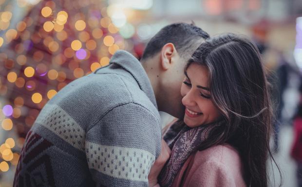 Von Küsschen bis Zunge-raus-strecken – Wie begrüßt man sich weltweit?