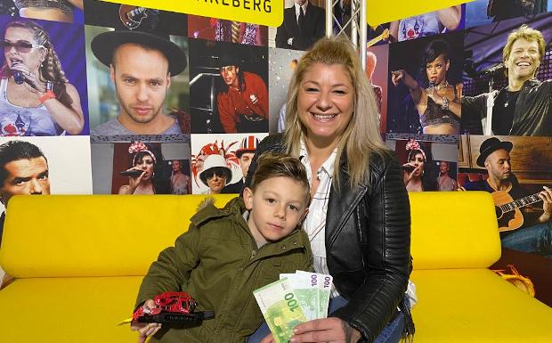 Jennifer Maitz aus Lustenau gewinnt 300 Neujahrs- Geld in BAR!