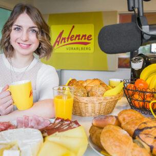 Die ANTENNE VORARLBERG – Freitags-Frühstücks-Firma! Wir kommen in eure Firma und bringen Frühstück für alle mit!